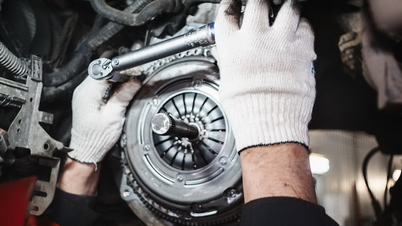 Replacement of clutch in MAXIMOTORS