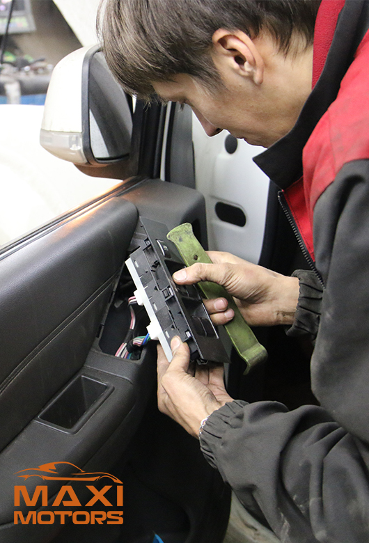 Замена в ремонт стеклоподъемника в Максимоторс